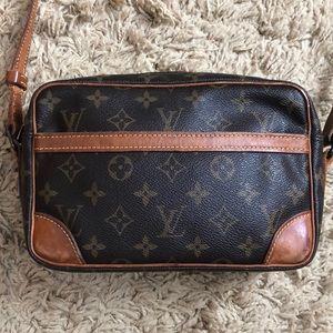 Louis Vuitton Trocadero 23 Crossbody